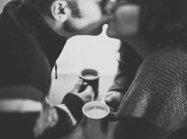 Kiss a stranger in a bar, www.crowdink.com