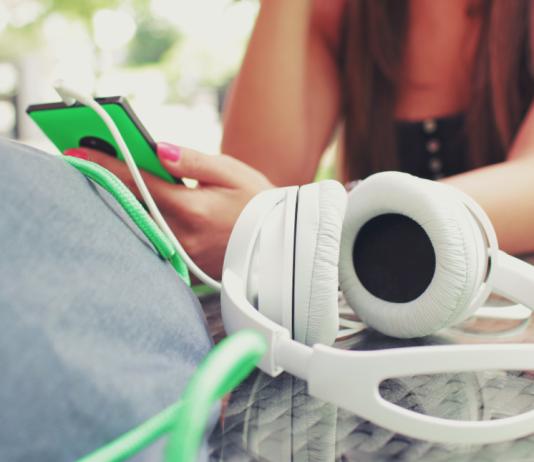Break Habits You Didn't Realize You Had, social media, head phones, gaming, kids on games, kids on phones,