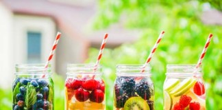 Drink Water with Berries and Mint , crowdink.com, crowdink.com.au, fruits, berries, water, mint