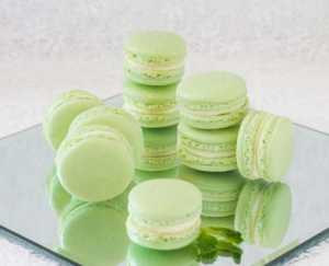Mint White Chocolate Macaroons [image source: Sweet and Savoury by Shinee], crowd ink, crowdink, crowdink.com, crowdink.com.au