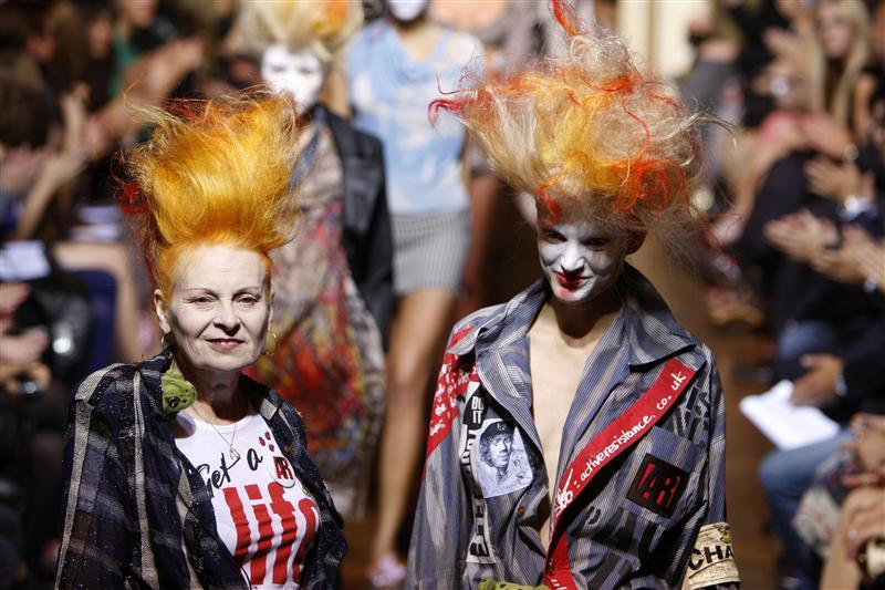 British fashion designer Vivienne Westwood (L) arrives with at model at the end of her Spring/Summer 2010 collection during Paris Fashion Week October 2, 2009. REUTERS/Jacky Naegelen (FRANCE FASHION), crowd ink, crowdink, crowdink.com, crowdink.com.au