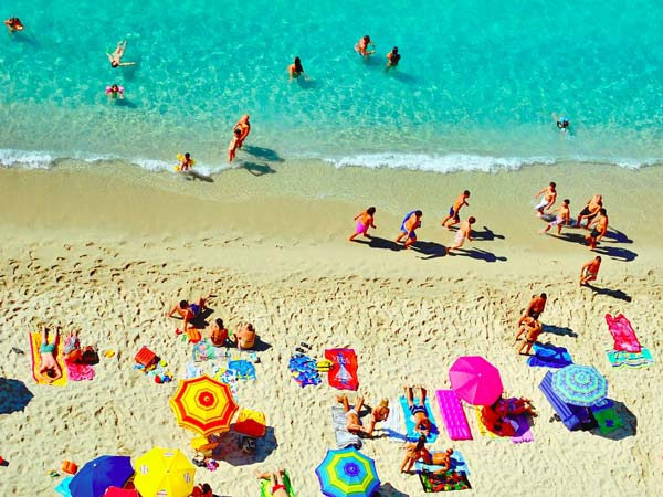 What to take to the beach (Image Source: Business Insider)