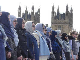 crowdink.com, crowdink.com.au, crowd ink, crowdink, Muslim Women Stand in Solidarity (Image Source: CNN)