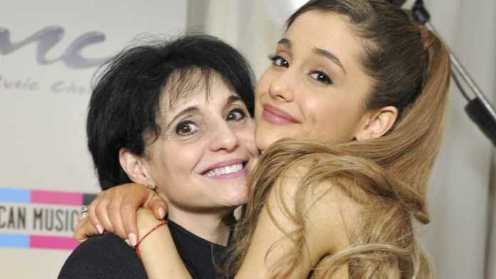 crowdink.com, crowdink.com.au, crowd ink, crowdink, Ariana and her mum (Image Source: thefix)