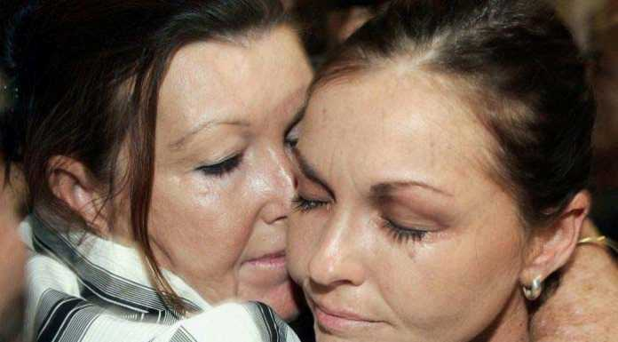 Schapelle Corby and mother Rosleigh (Image Source : abc.net), crowdink.com, crowdink.com.au, crowd ink, crowdink