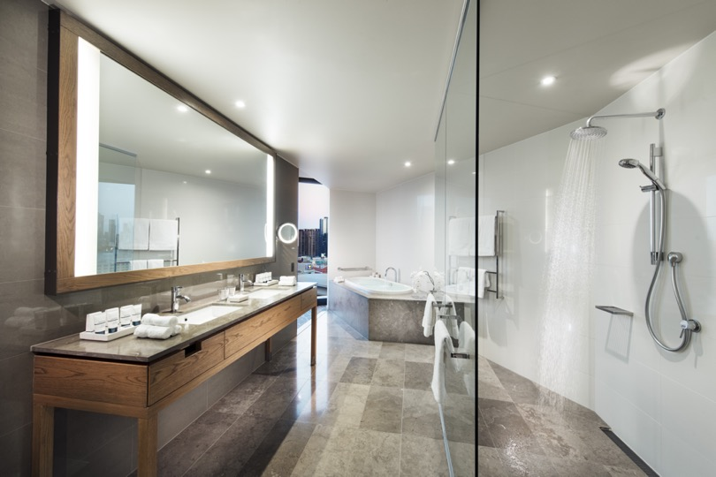 Pan Pacific Melbourne Panoramic Suite Bathroom