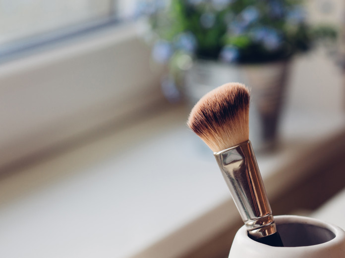 Made Up Make-up, www.crowdink.com