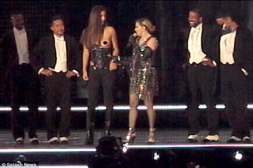 Madonna Exposes A Breast, crowdink.com, crowdink.com.au, crowdink, crowd ink