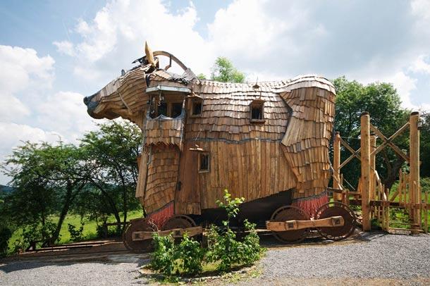 Trojan Horse Belgium [image source: thoidai.com.vn], crowd ink, crowdink, crowdink.com, crowdink.com.au