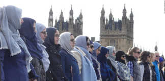 crowdink.com, crowdink.com.au, crowd ink, crowdink, Muslim Women Stand in Solidarity (Image Source: CNN)