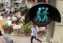 China Bans Online Gay Life,