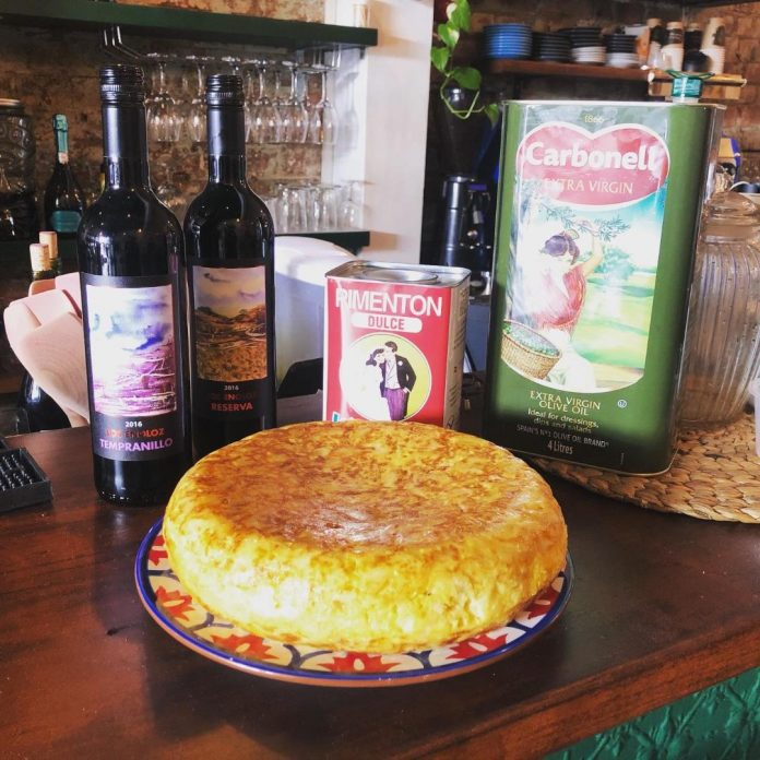 A Little Piece of Spain: El Boquerón: Spanish Omelette