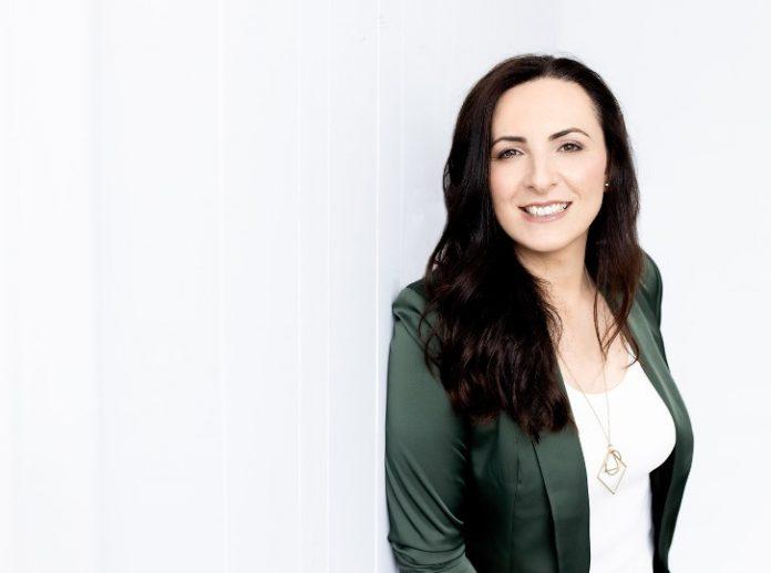 Karolina Carrera, The Hybrid Coach